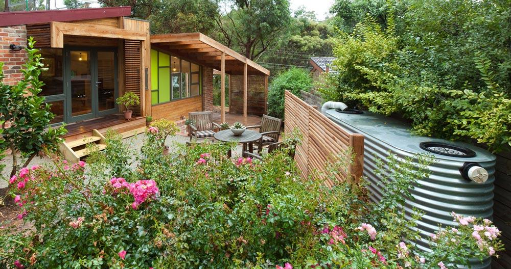 steel-slimline-rainwater-tank-in-home-garden